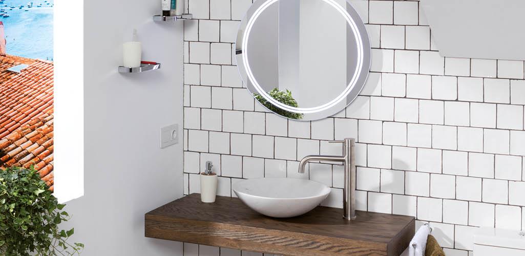 baño-lavabo-espejo-grifería